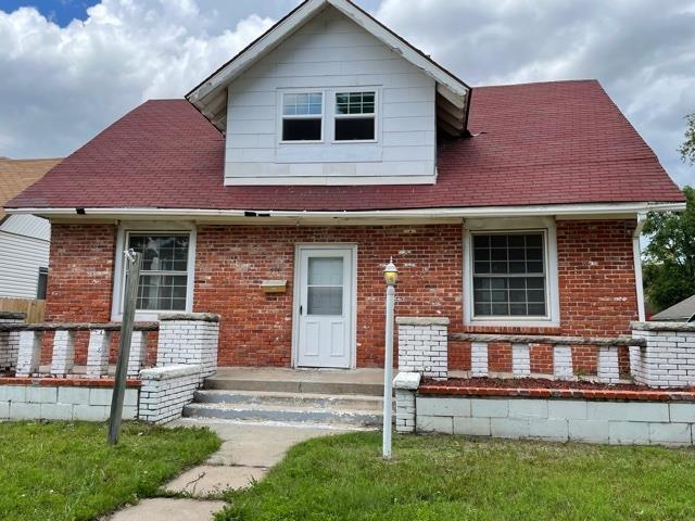 For Sale: 404 E 11th Ave, Hutchinson KS