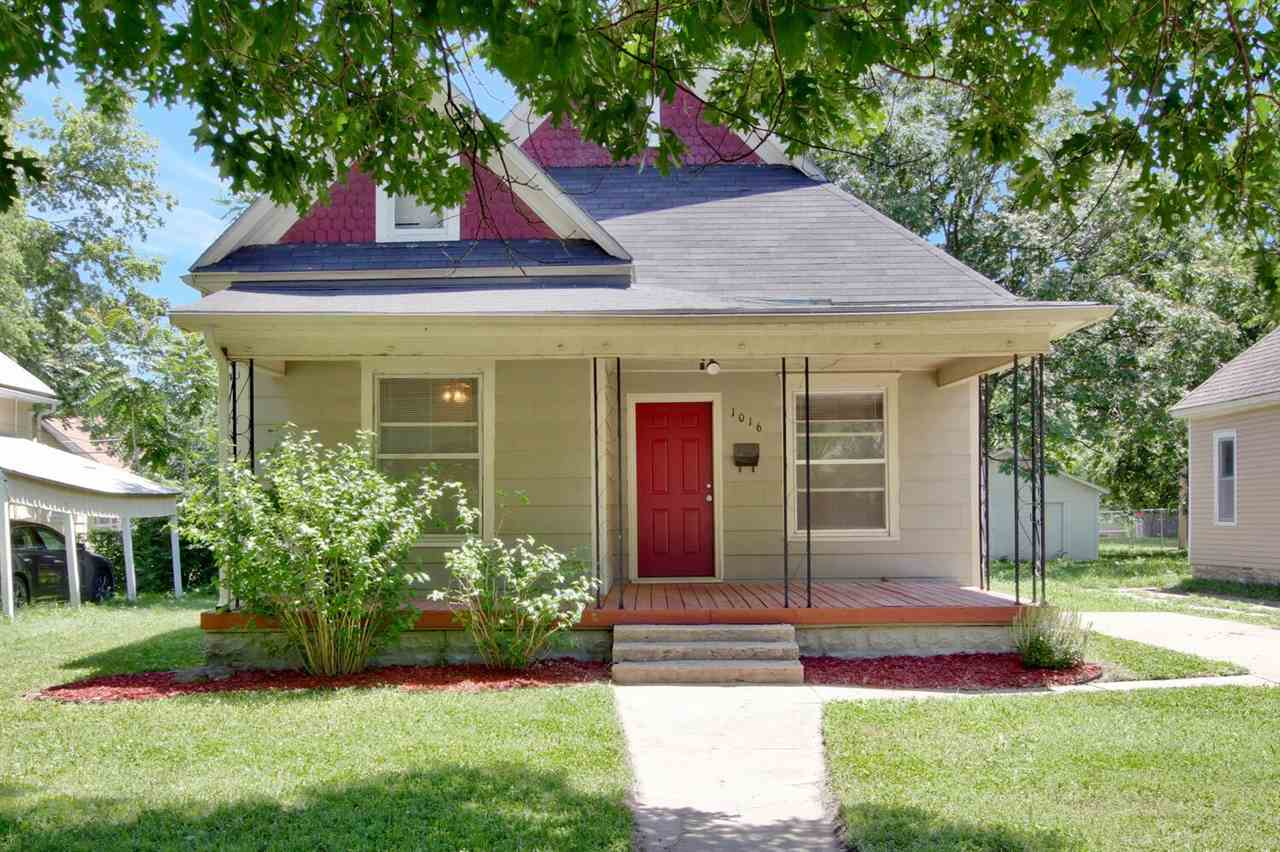 Cute bungalow at a great price. Newer HVAC unit. Roof new in last 10 years. Kitchen comes with all a