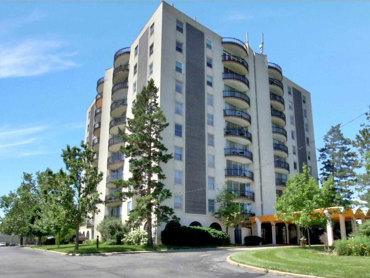 Beautiful Unit with updated bath & kitchen.  Sunny & Bright with open plan & neutral decor.  Move-in