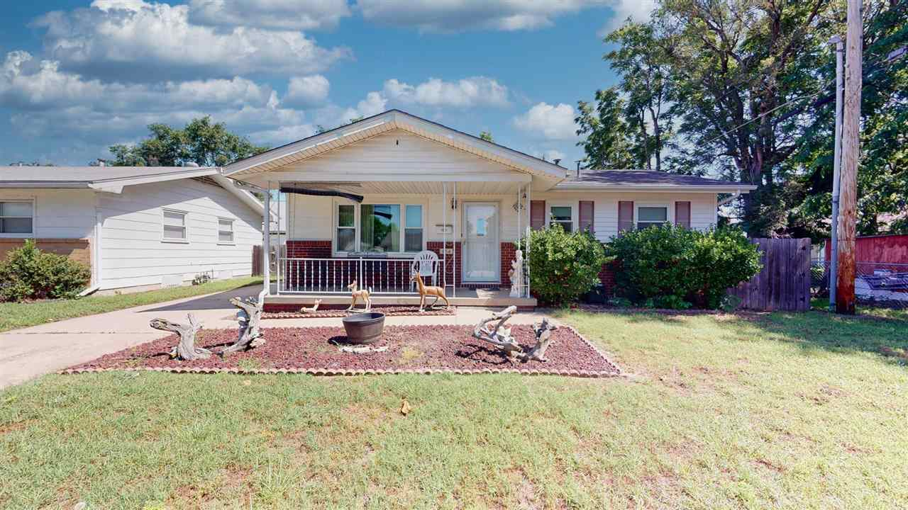 Welcome, to this newly listed 3 Bedrooms – 2 Baths – Carport with concrete pad for future oversized