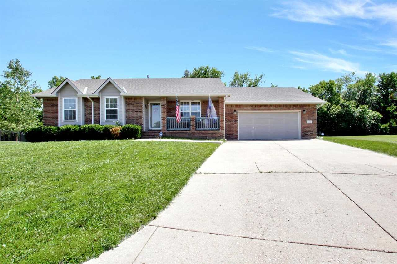 Come see this wonderful family home in an established neighborhood in Southeast Wichita.  The beauti