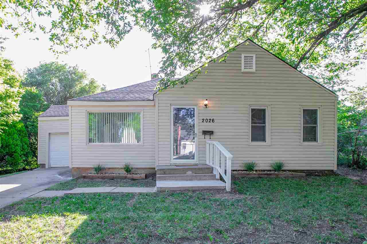 Great starter or investment home! This 2 bedroom, 1 bathroom home is located in a prime spot close t