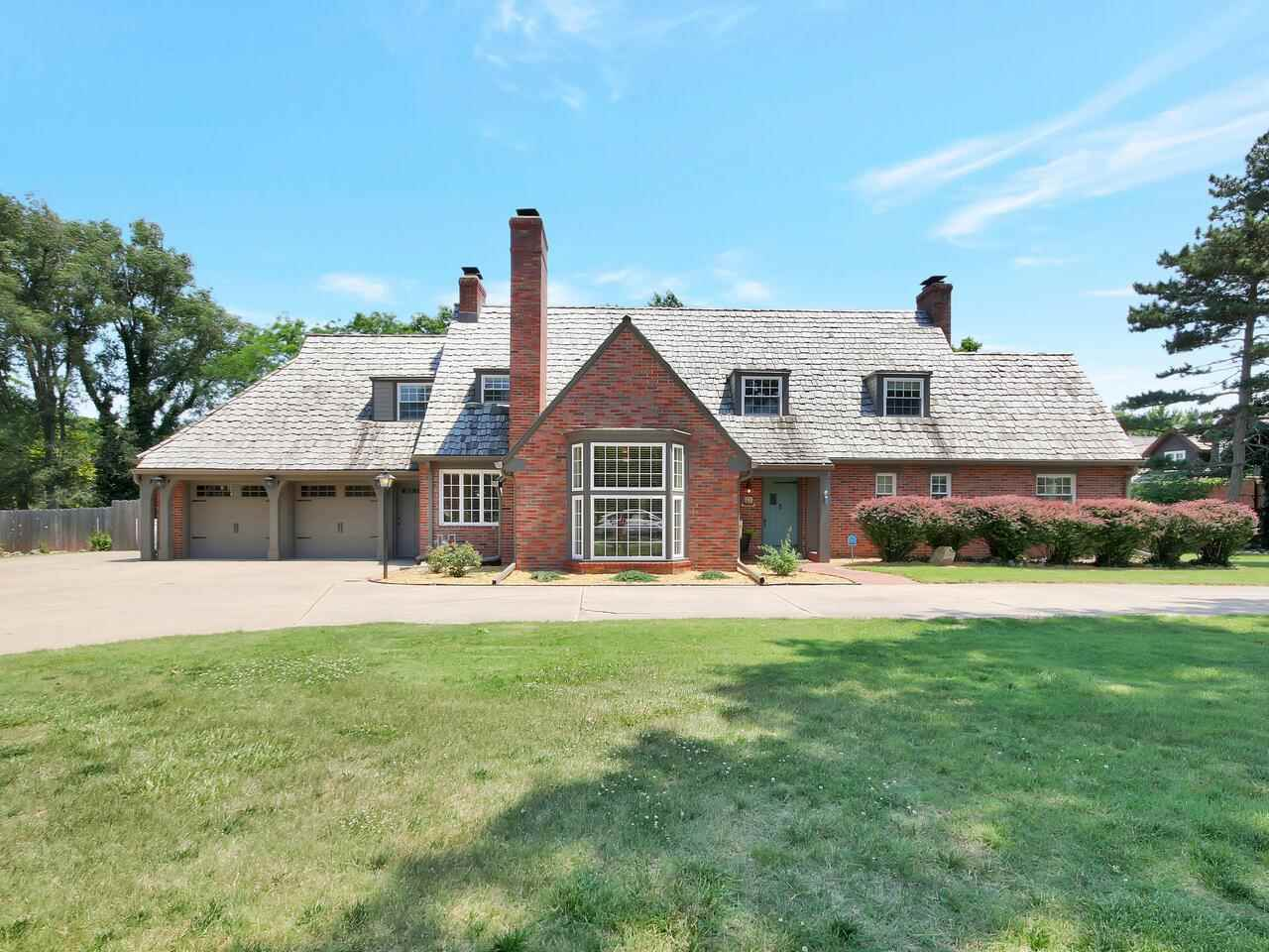 4 HAMPTON WICHITA / EASTBOROUGH Charming remodeled Eastborough home set on a large lot. Located clos