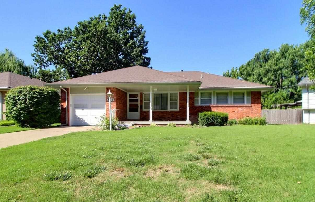 Charming 3 bedroom 2 bath home in peaceful south Derby location. Great curb appeal with covered fron