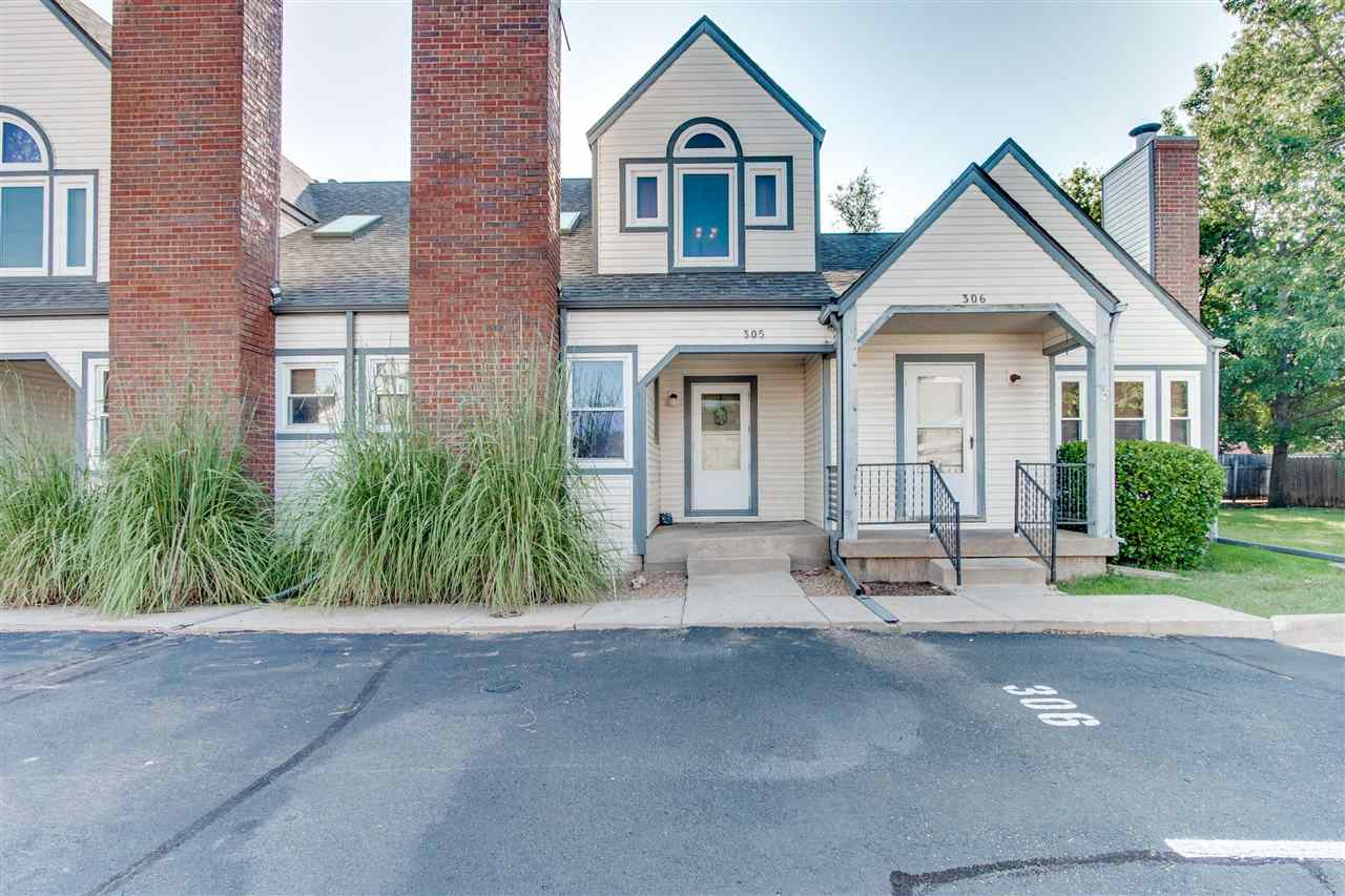 Enjoy maintenance free living in this 3 bed, 2 full bath and 1 1/2 townhome with vaulted ceilings, a