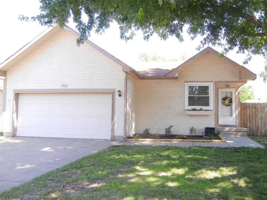 Excellent open plan updated 2+1 bedroom, 2 bath ranch with large T-shaped rec room in basement that