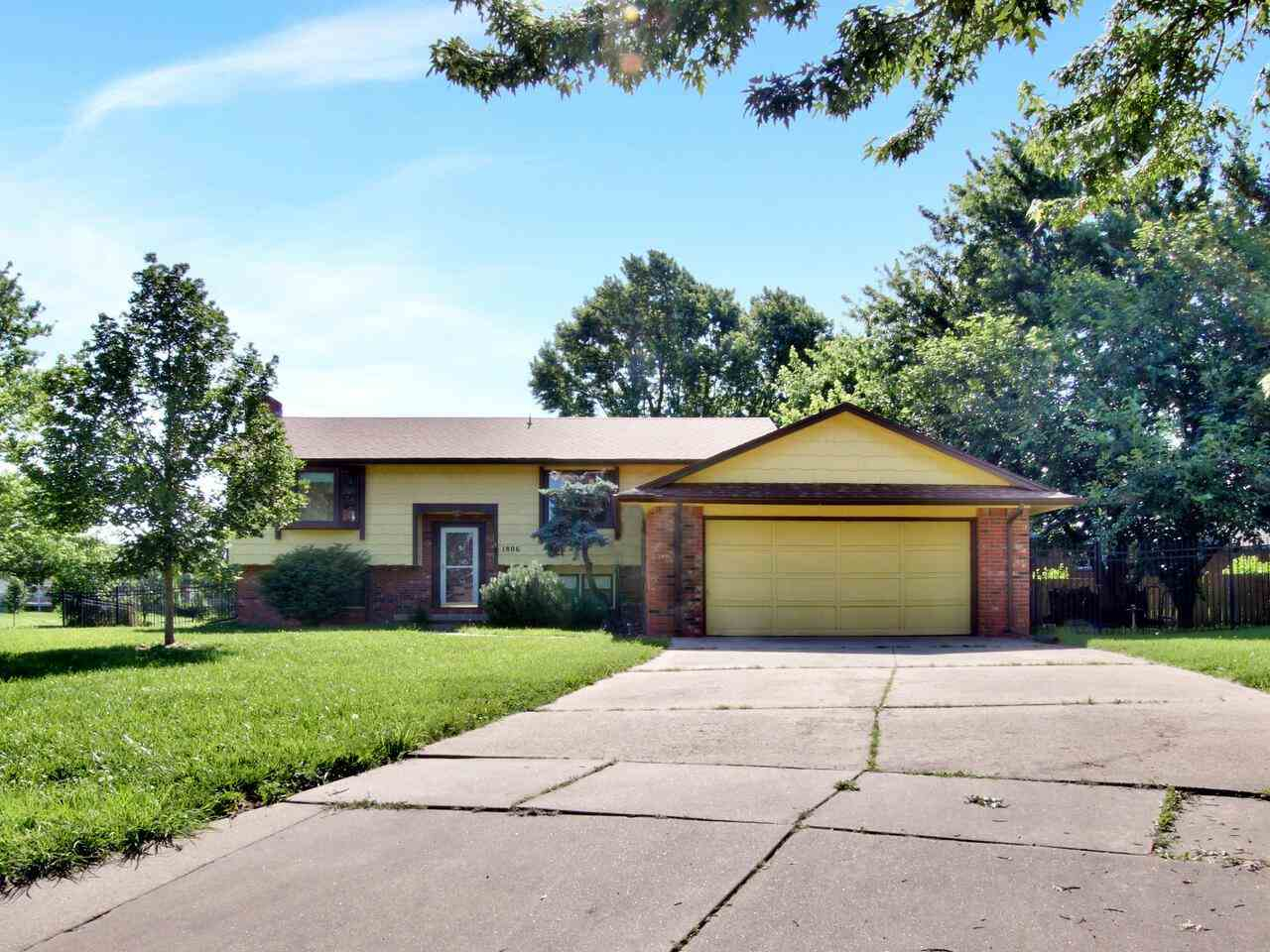 Well maintained 1 owner home with a lake view on the cul-de-sac. The main floor offers 3 bedrooms an