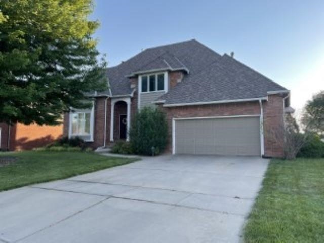 On the Willowbend green!  Check out this golf course beauty that backs up to the 6th hole!  5 bedroo