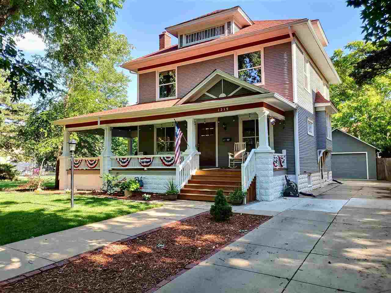 Beautiful, well maintained home just blocks from Botanica and the river. This home has many of the o