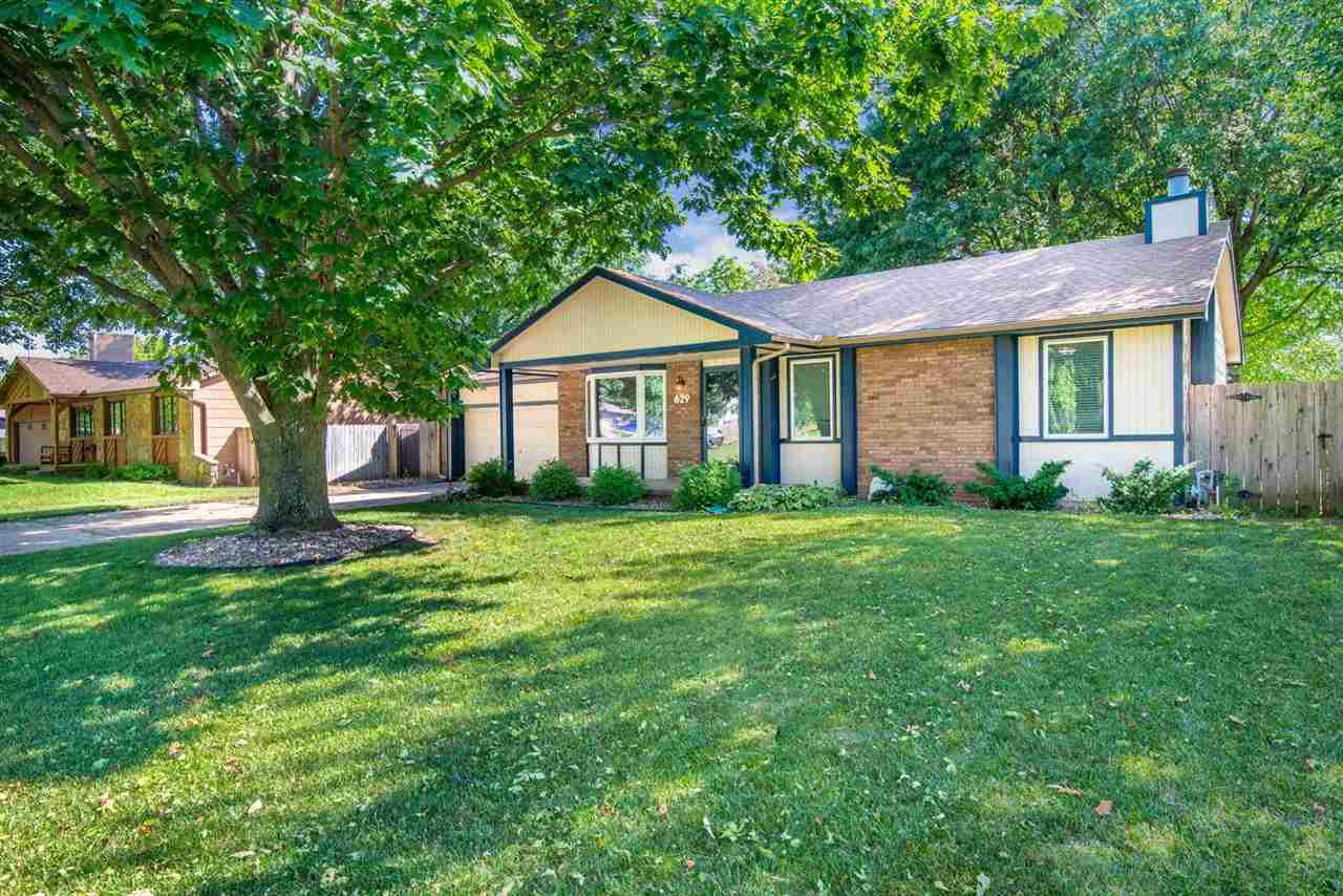Welcome home to this 3 bedroom 3 bath ranch located in the desirable Hickory Hills Addition, The mat
