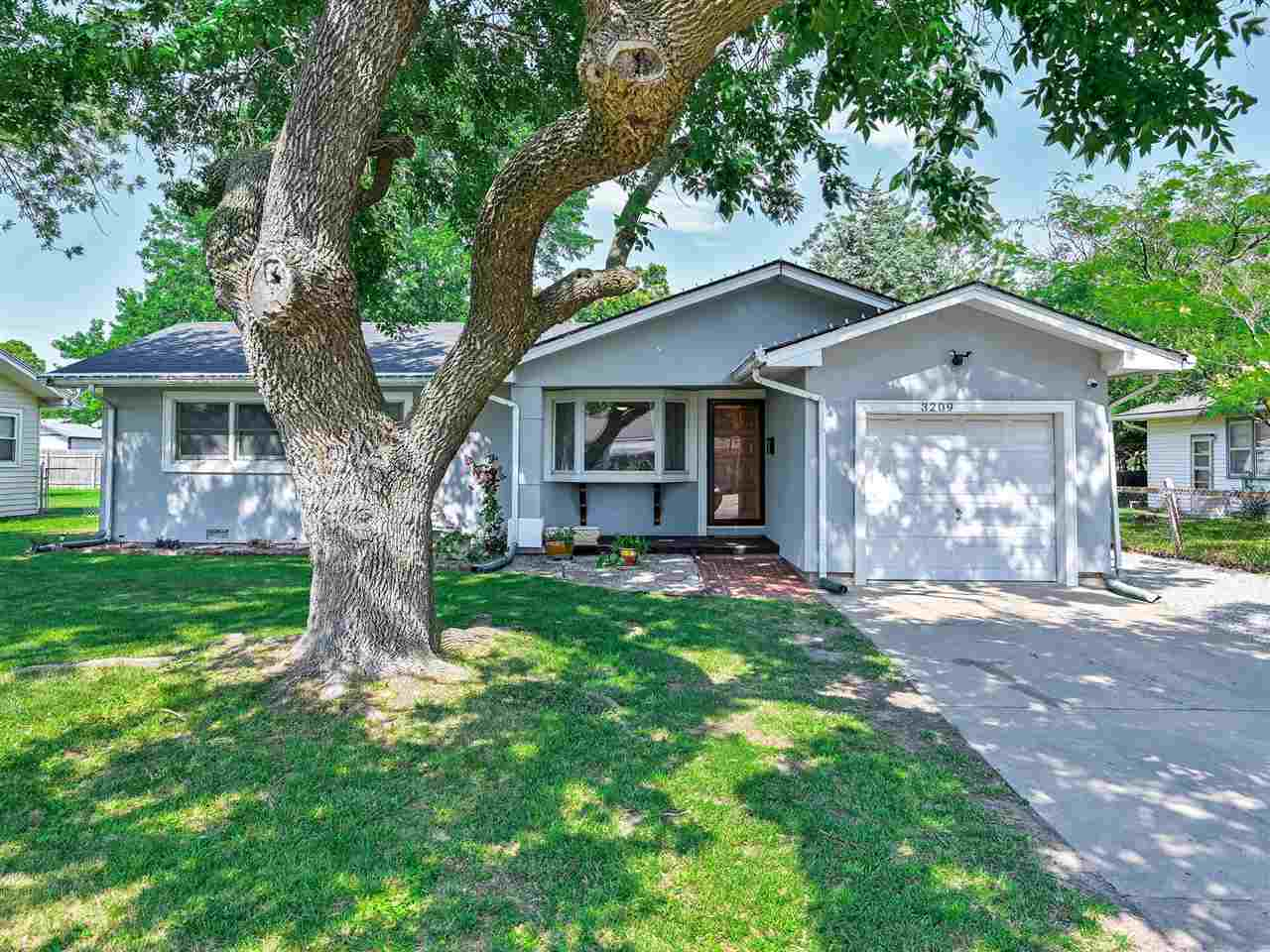 Don't miss this 3 bed, 1.5 bath home. Close to shopping, restraunts, and highways. New Roof in 2019,