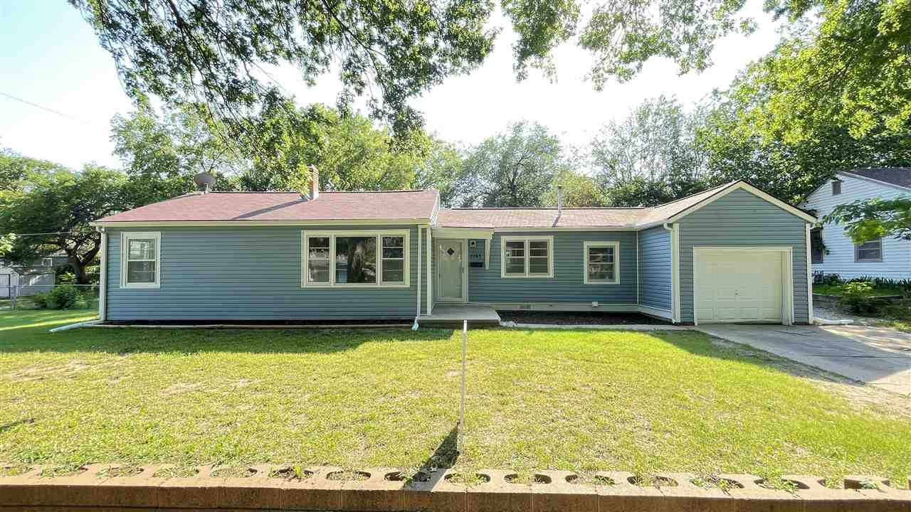 Fully Remodeled 3 bed, 2 bath home with nearly nearly 1900 sq.ft.  all on the main floor.  Interior