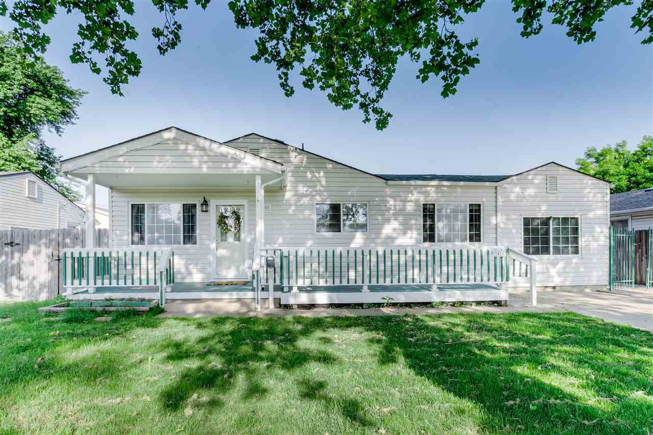 Great location just a mile from 235 and within a mile of many restaurant choices, grocery store, and
