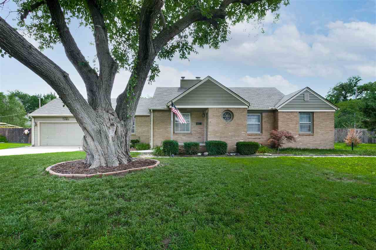 You won't want to miss out on this beautiful, remodeled home in a quiet neighborhood near the desira