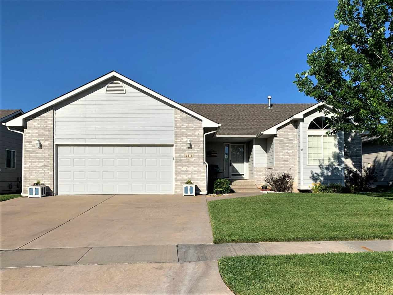 Well maintained ONE OWNER Waterfront Lot Patio Home in the highly popular Lochs at Aberdeen!   Welco