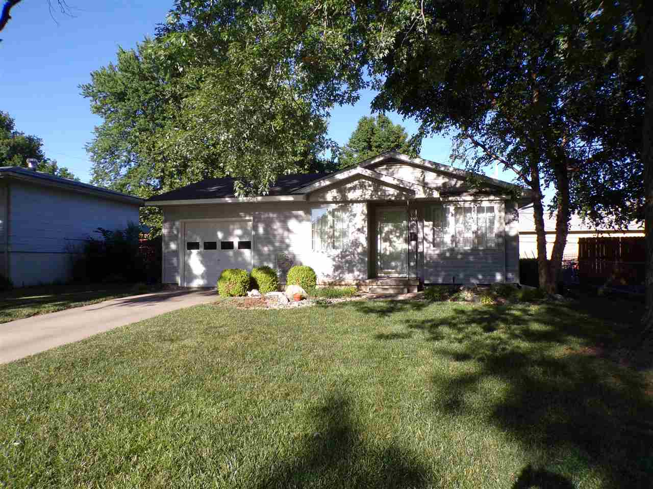 Cute as a button and move in ready.  This Valley Center home has great curb appeal, a one car garage