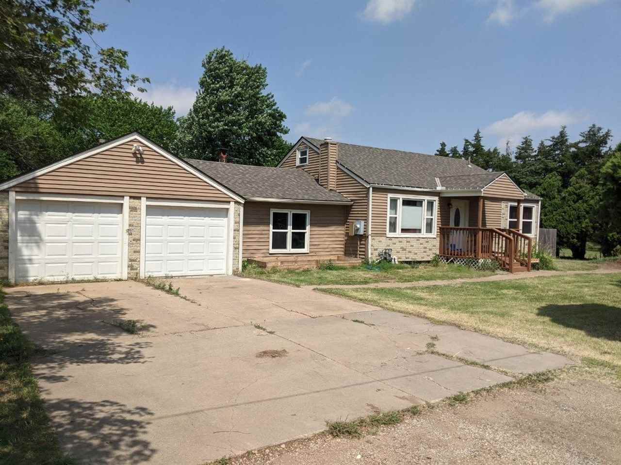 Small Town Living approx 25 miles to/from Wichita -  5 Bedroom, 3 bath, Main Floor Living Room - PLU