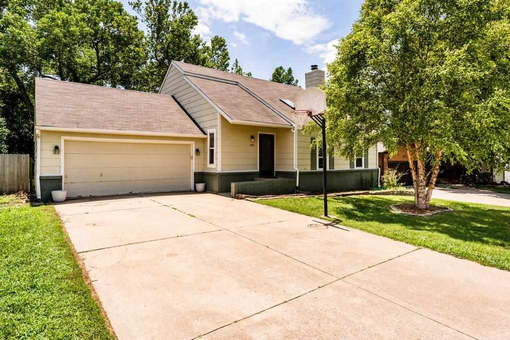 Your dream home is here! This gorgeous 1 1/2 story home in Mulvane has beautiful finishes, excellent