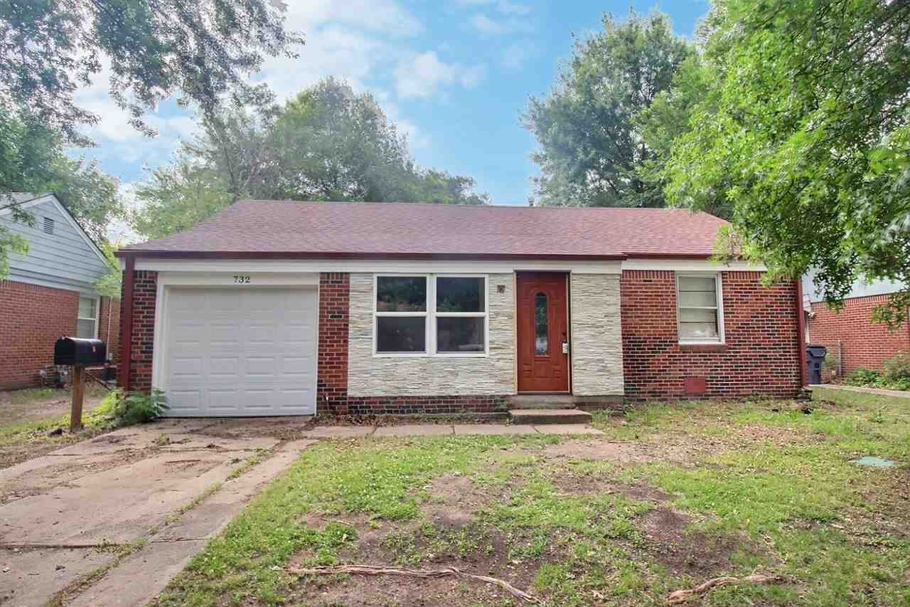 Been searching for a great starter home? Look no further! This home has plenty of opportunity to mak