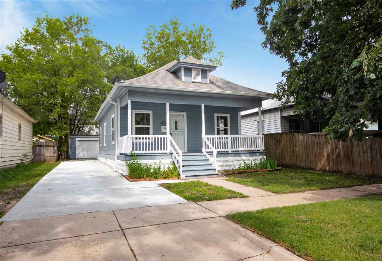 Move in ready home with all of the updates! This 2 bedroom, 1 bath home in Historic Midtown. Beautif