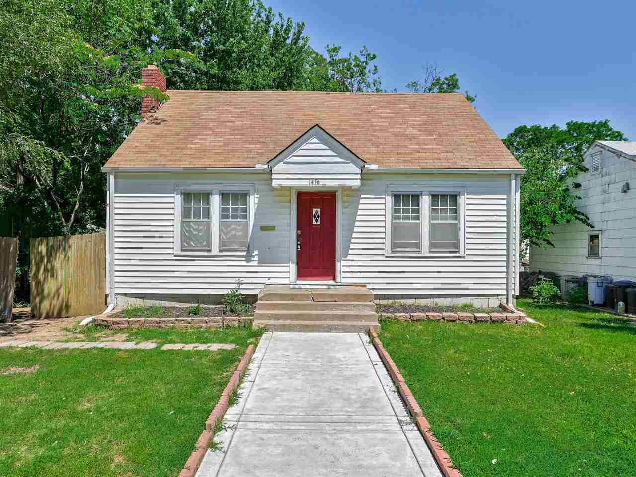 2 bedroom, 1 bath ranch home. The interior has been updated with laminate flooring throughout. The b