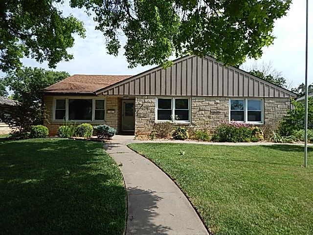For Sale: 1618 E 11th Ave, Winfield KS