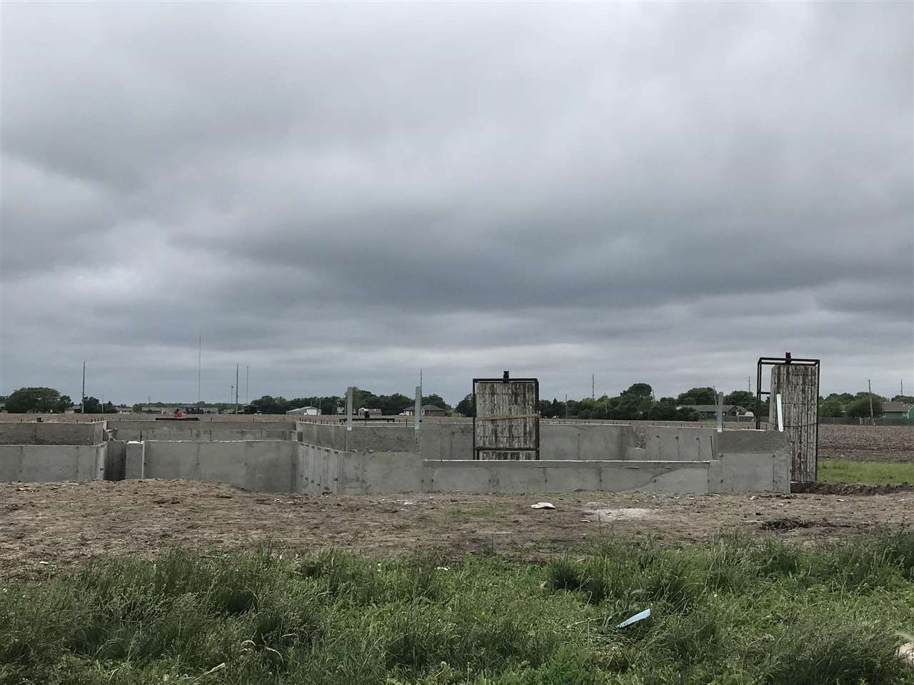 New house under construction, to be completed by December of 2021. You can write a contract even bef