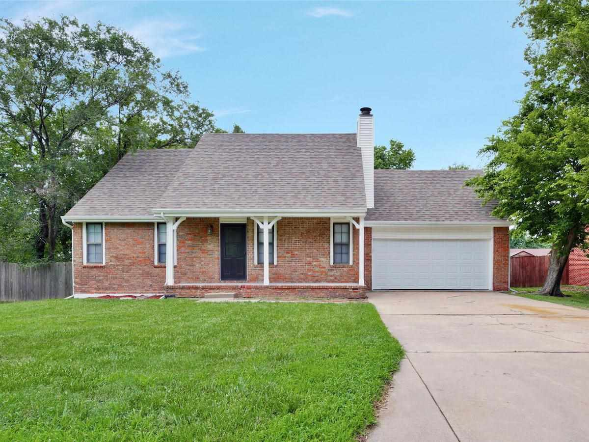 All brick, updated home on quiet cut-de-sac in Andover! Fully updated kitchen and master bath with w