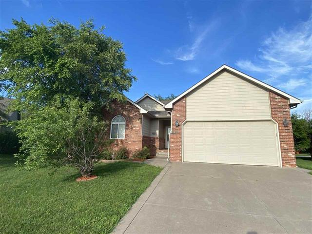 For Sale: 939 W Threewood Ct, Andover KS