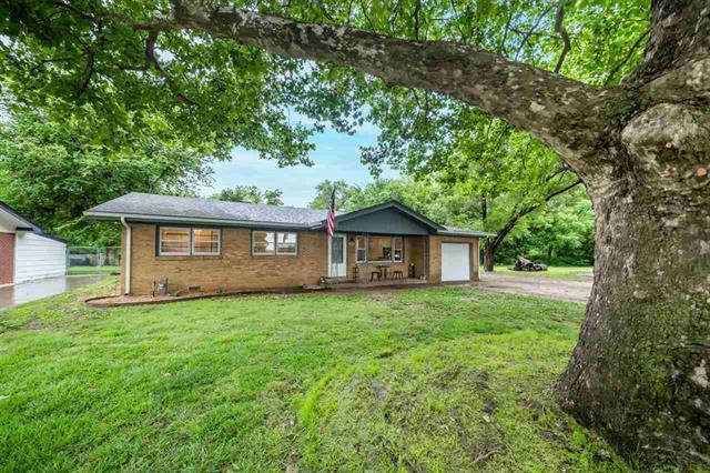 For Sale: 925  Alexander Dr, Haysville KS