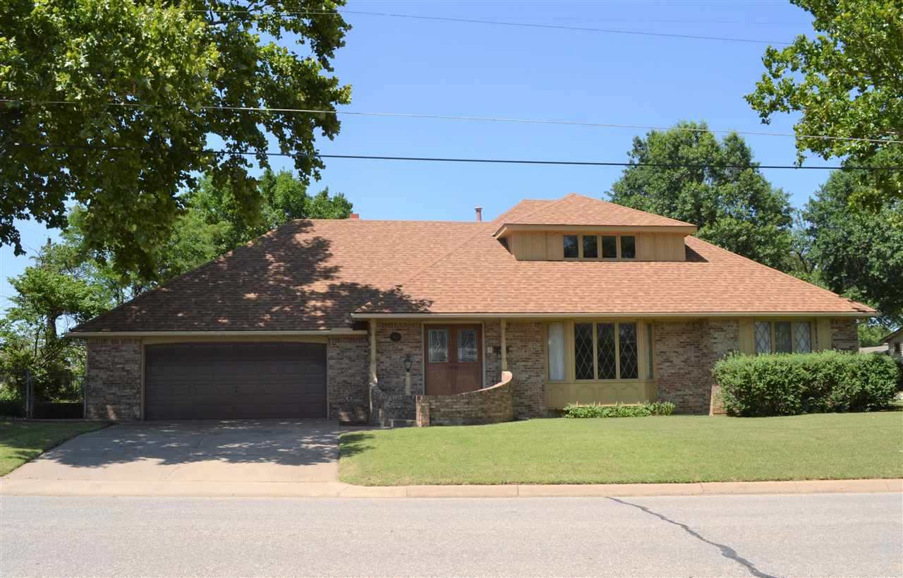 This timeless, all brick, custom-built home is located in a great neighborhood close to Lincoln Elem