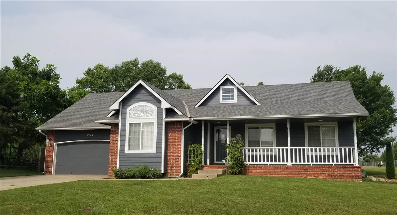 Welcome home to 1215 S. Arbor Meadows!!  Beautiful curb appeal welcomes you to this well located hom