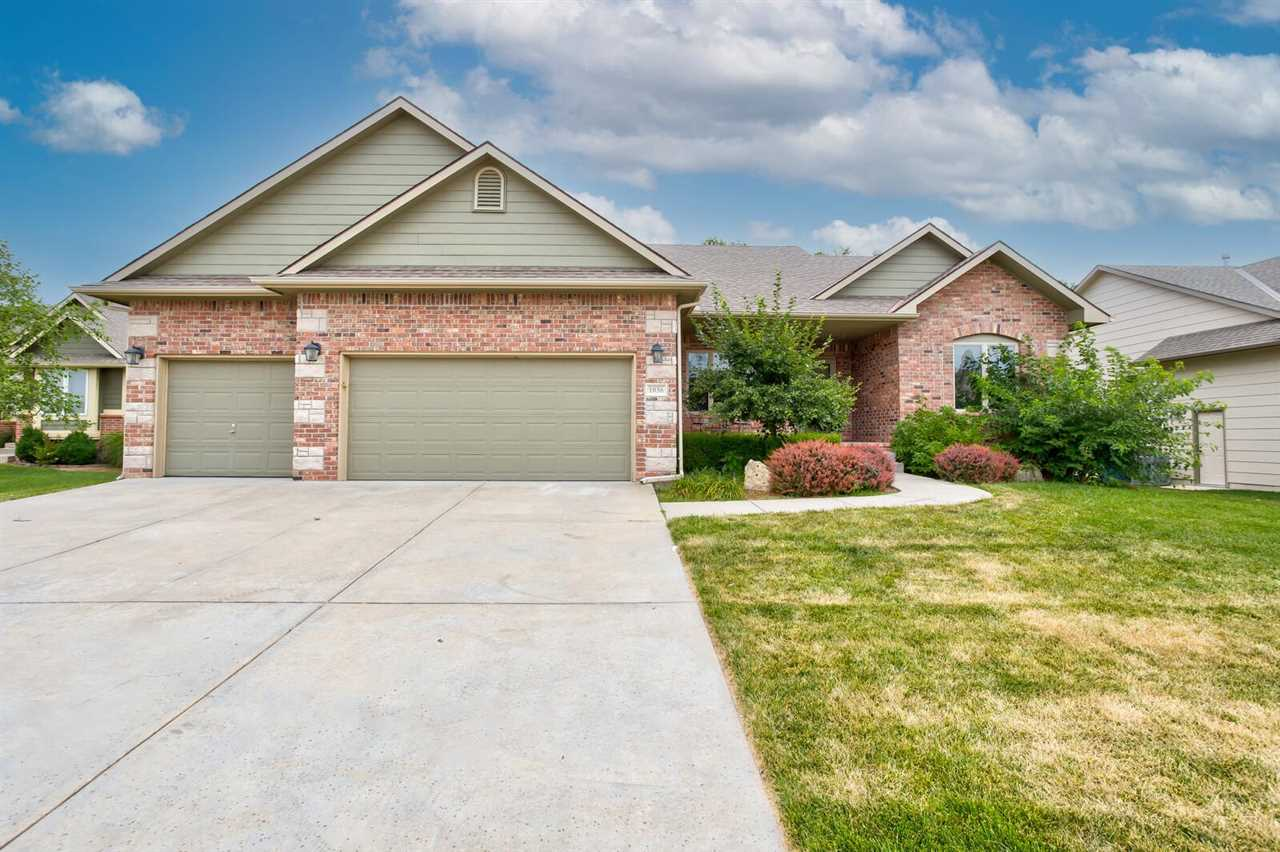 Welcome your new home in highly desirable Ashborough neighborhood in Timberleaf 2nd addition. Some r
