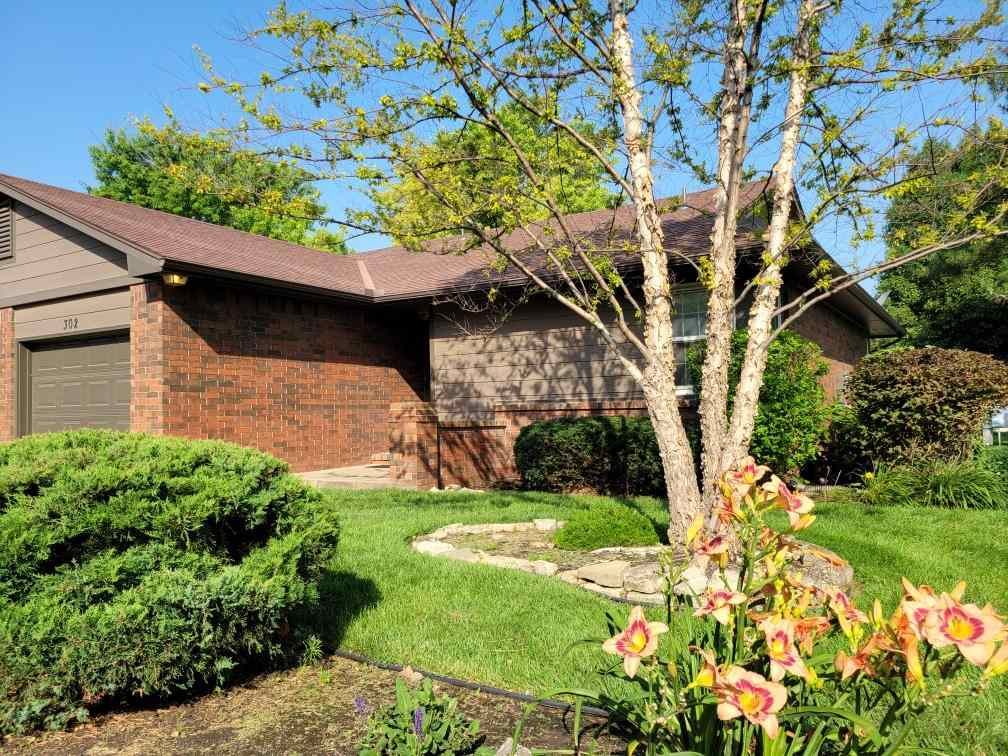 Gem of a condo on the West side of Wichita in a highly sought after community! All that is needed fo