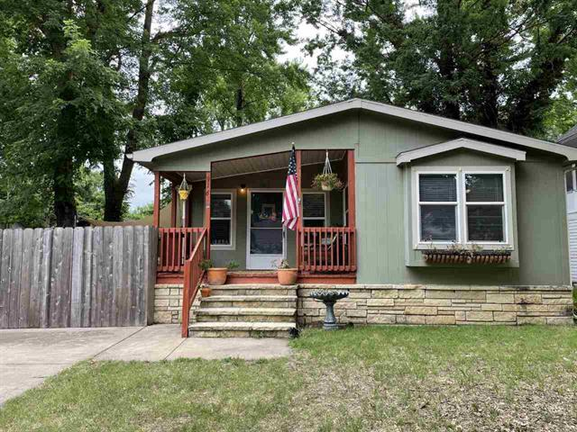 For Sale: 916 E 8TH Ave, Winfield KS