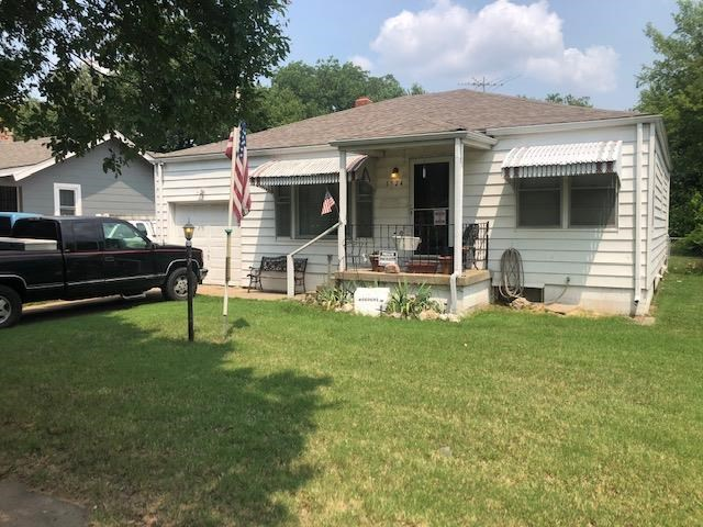 REALLY NICE HOME, EXCELLENT FOR 1ST TIME BUYER, YOU'LL BE IMPRESSED WITH THE FLOOR PLAN ESPECIALLY THE NICE SIZED BEDROOMS, WONDERFUL KITCHEN, FULL BASEMENT WITH ROOM FOR ADDITIONAL ROOMS AND BATHROOM.  SELLER IS PROVIDING A HOME OWNERS WARRANTY FOR NEW BUYER.
