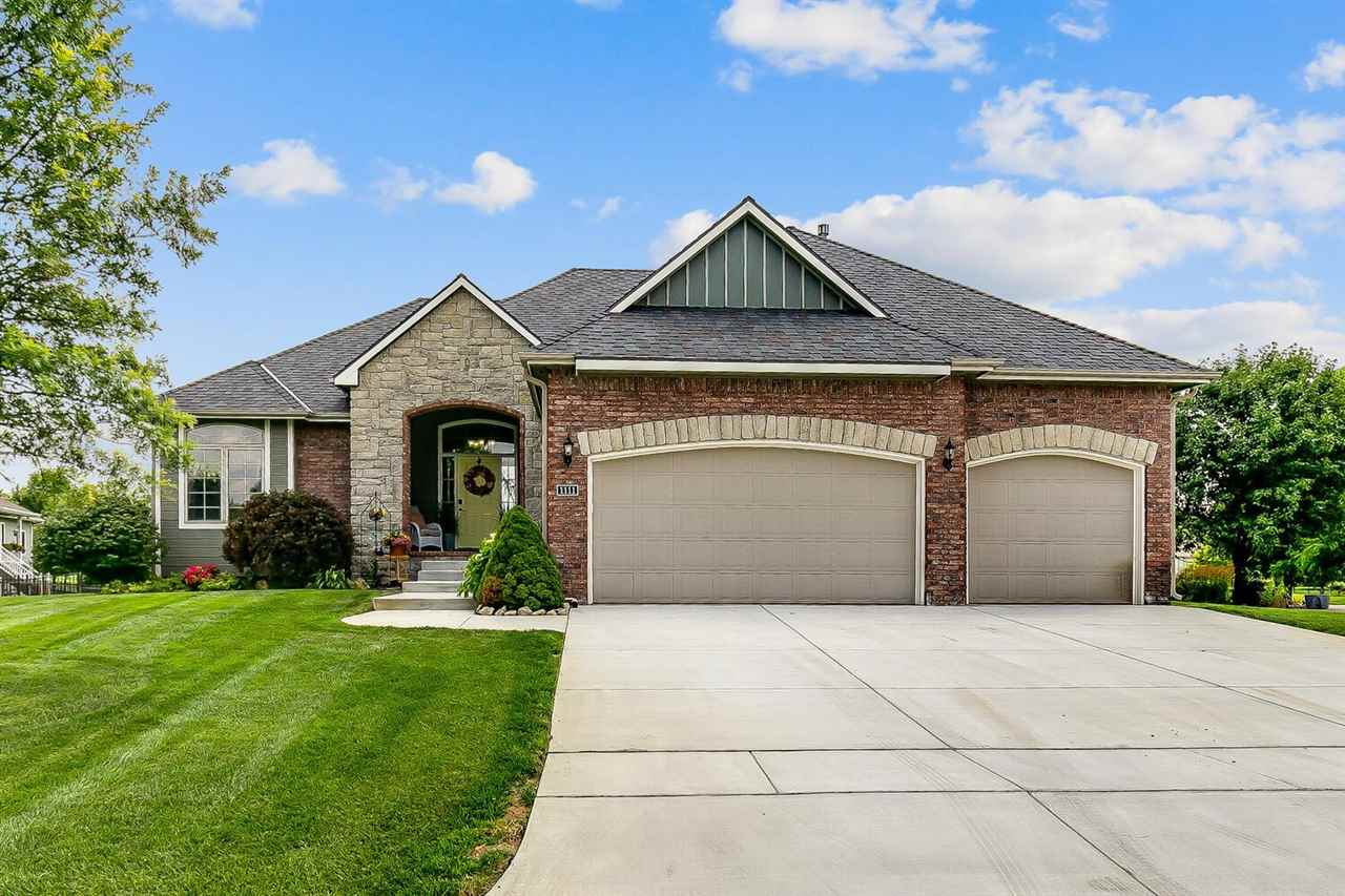 BEAUTIFUL VALLEY CENTER RANCH WITH PANORAMIC POND VIEWS. HIGH CEILINGS, ARCHED DOORWAYS, AND GORGEOU