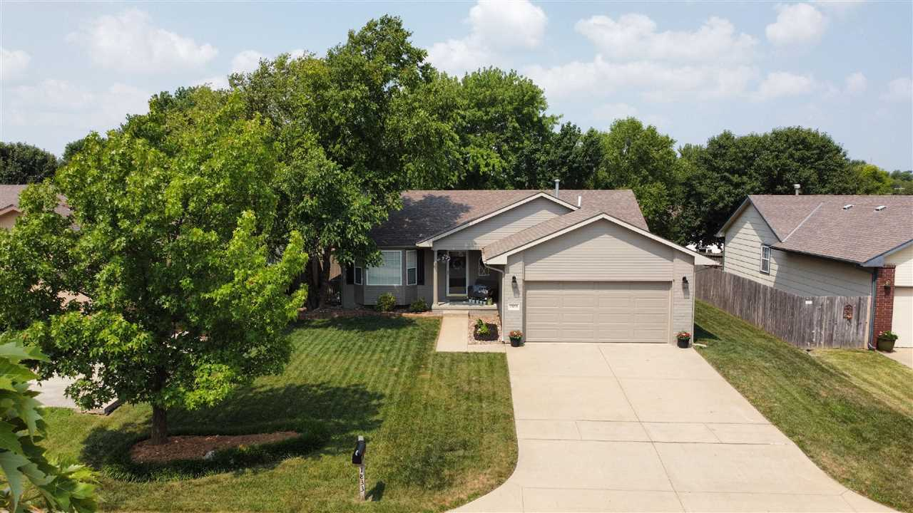 Great location and just a few minutes from shopping, restaurants and East Kellogg. Buyers will appre