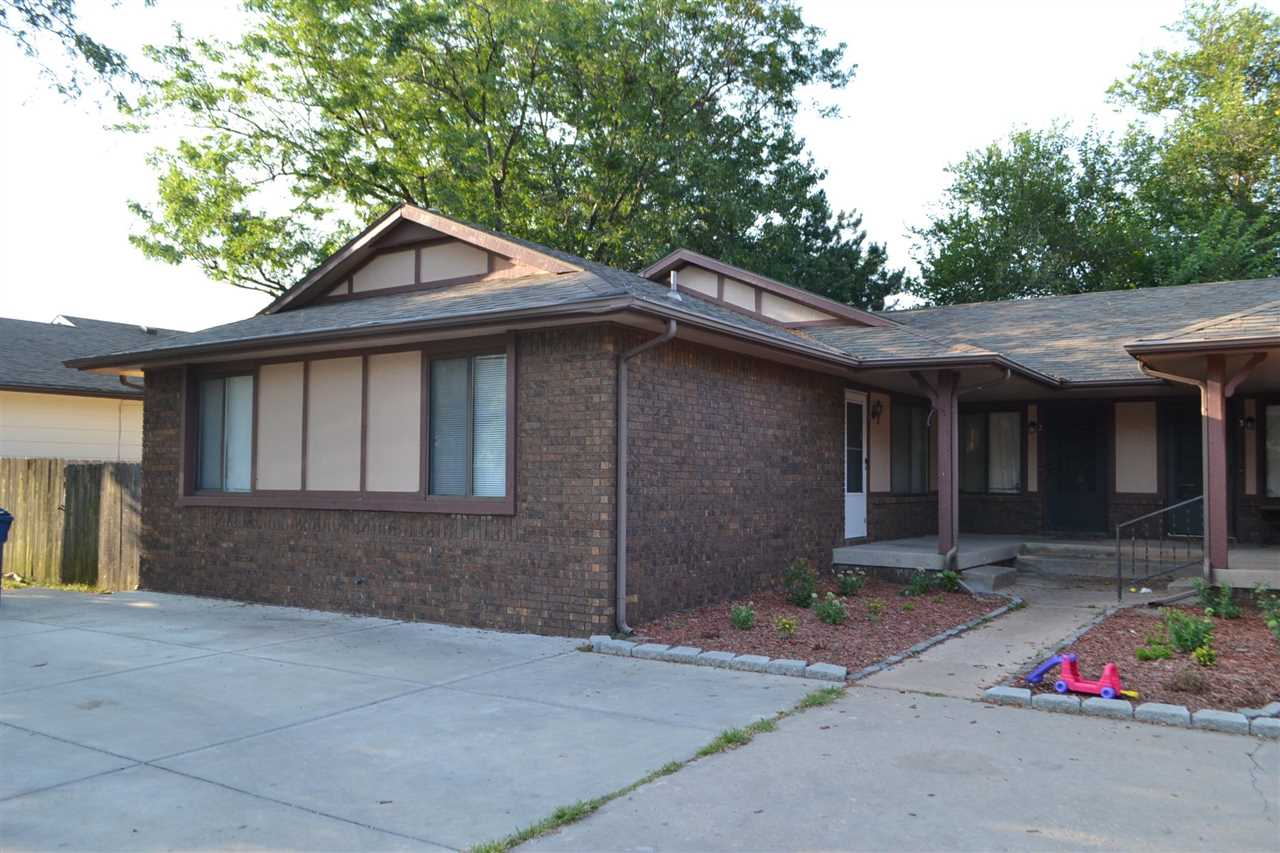 Great condo with all new painted trim and walls. Laminate floor in main living areas. Fully applianc