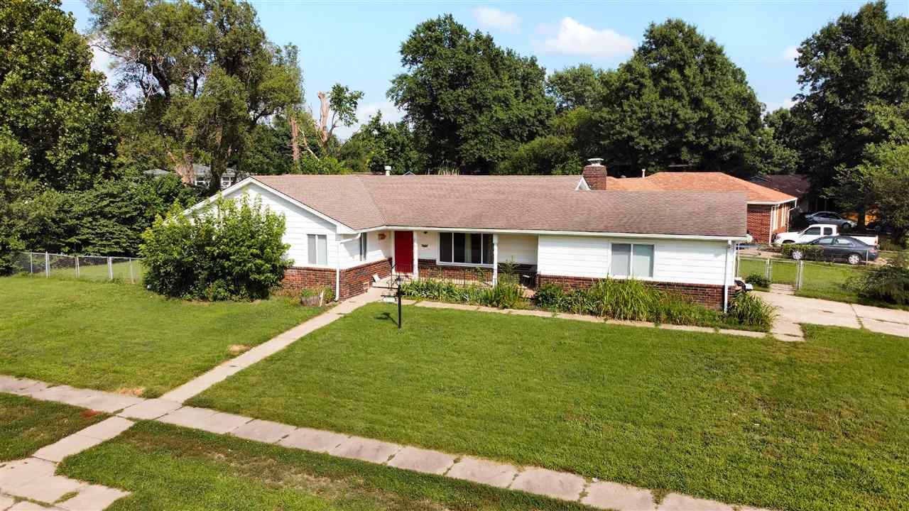 If you are looking for a nice ranch home in an established neighborhood…look no longer! So much flex