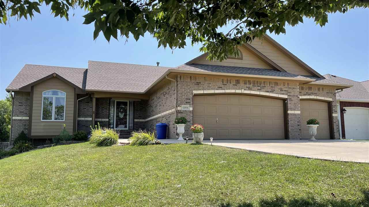 Lake view cul-de-sac with huge lot. No neighbors on the left nor the back. Beautiful, move-in ready,