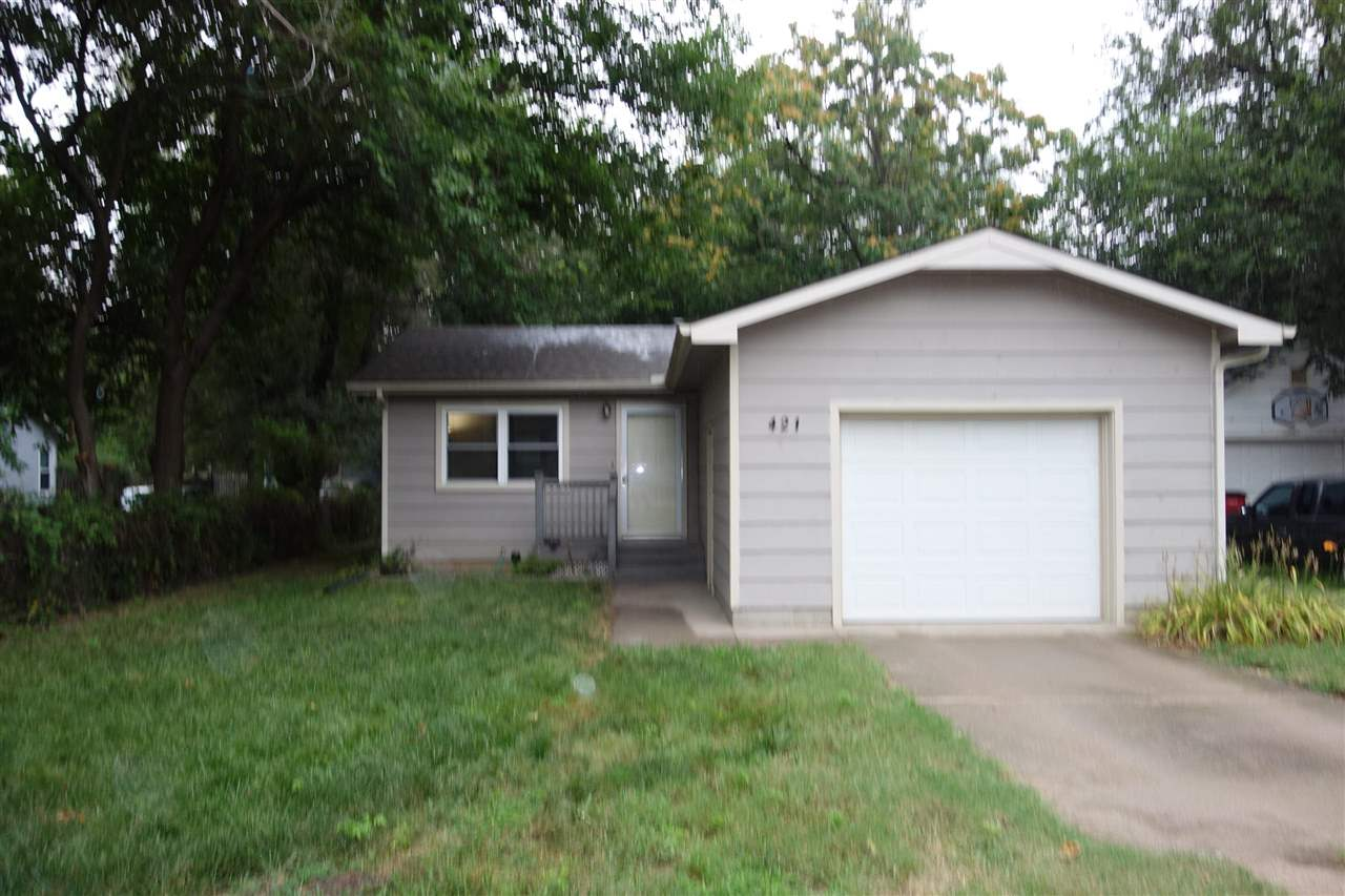 Well maintained 2 bedroom - 1 bathroom home with a large back yard.  Easy access to central and I-23