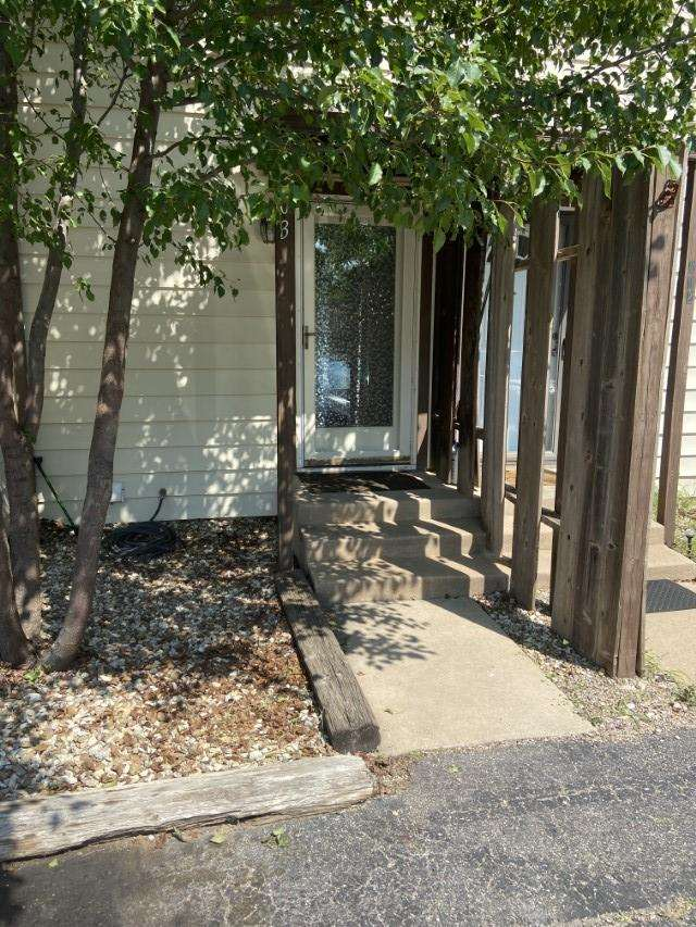 Great condo located in the area of Maple and Ridge. Located minutes from Downtown, and New Market Sq