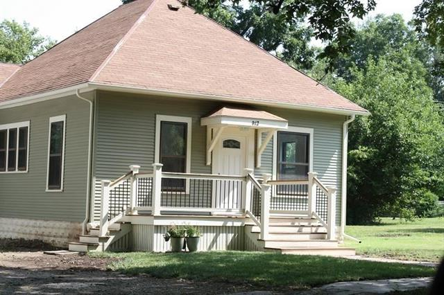 For Sale: 912 E 5th Ave, Winfield KS