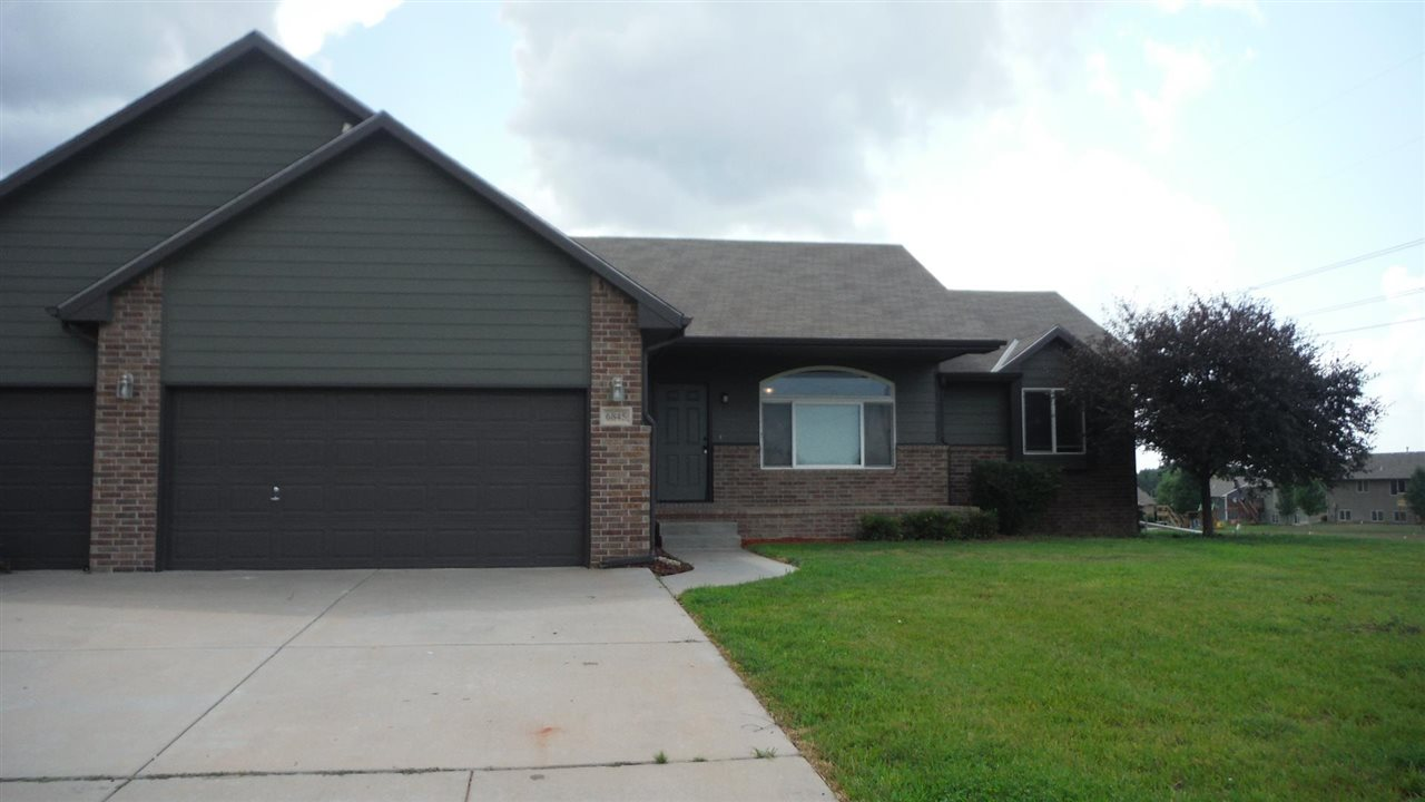 Beautiful 4 Bedroom 3 Bath home in Valley Center Schools - Spacious Family Room - Large Master with