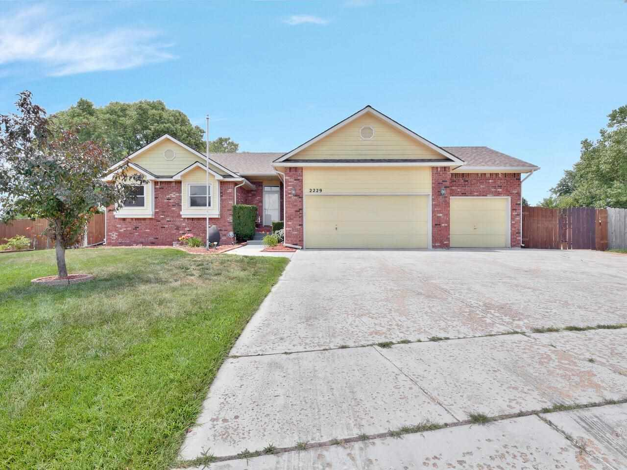 WOW!  Aberdeen 1st Addition, Maize Schools & within walking distance to all of your shopping needs a
