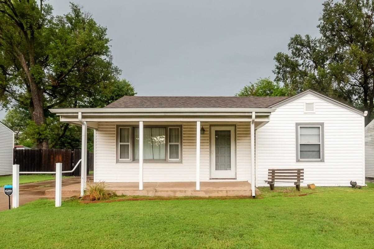 A mechanics dream home! This adorable ranch features 2 bedrooms and 1 bathroom is conveniently locat