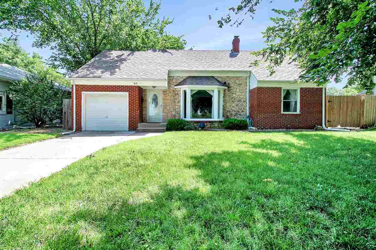 Come fall in LOVE with this charming 2 bedroom, 1 bathroom home near MacDonald Golf Course.  You wil