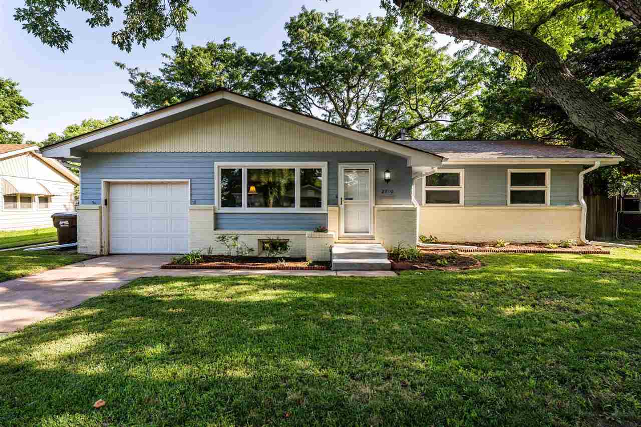 Don't miss this beautiful Benjamin Hills Ranch! Newly updated kitchen with beautiful dining space, 4