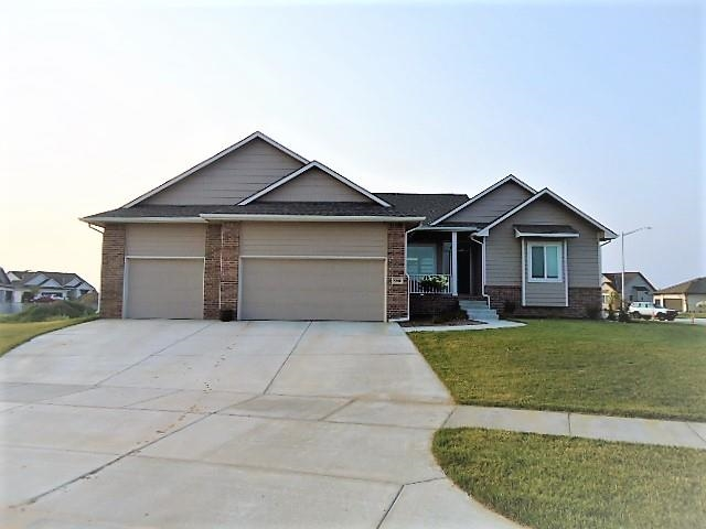 Stunning Custom Build by Moeder Homes in Edgewater Subdivision! .36 Acre Corner Lot close to the poo